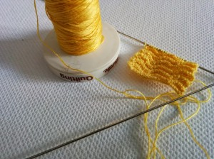 Knitting with sewing thread and 0.75 mm knitting needles